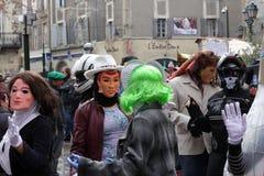 Gente disfrazada durante el carnaval de Limoux Foto de archivo libre de regalías
