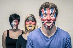 Gente divertida con las banderas europeas en caras Fotos de archivo libres de regalías