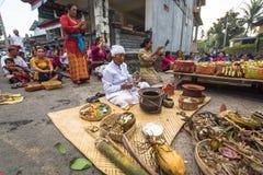 Gente durante la celebración antes de Nyepi - día del Balinese del silencio Imagen de archivo