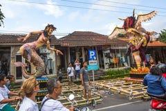 Gente durante la celebración antes de Nyepi - día del Balinese del silencio Fotos de archivo