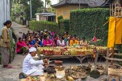 Gente durante la celebración antes de Nyepi - día del Balinese del silencio Imagen de archivo libre de regalías