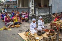 Gente durante la celebración de Nyepi - día del Balinese del silencio Foto de archivo