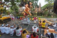 Gente durante la celebración de Nyepi - día del Balinese del silencio Imagen de archivo libre de regalías