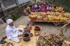 Gente durante la celebración Nyepi - día del Balinese del silencio Foto de archivo