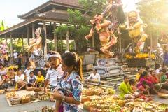Gente durante la celebración Nyepi - día del Balinese del silencio Imagen de archivo