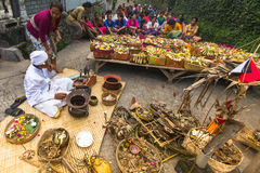 Gente durante la celebración Nyepi - día del Balinese del silencio Imagen de archivo libre de regalías