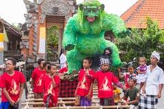 Gente durante la celebración Nyepi - día del Balinese del silencio Día Nyepi Imagen de archivo libre de regalías