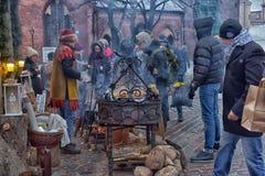 Gente durante las celebraciones de la Navidad en el cuadrado Fotografía de archivo libre de regalías
