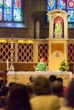 Gente durante masa en la iglesia de San Miguel Fotografía de archivo libre de regalías