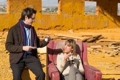 Gente elegante que tiene tiempo del té Foto de archivo libre de regalías