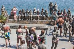 Gente en baño de fango gris Dalyan, Turquía Imagen de archivo libre de regalías