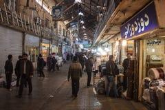 Gente en bazar central Imagen de archivo libre de regalías