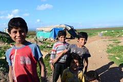 Gente en campamento de refugiados imagen de archivo libre de regalías