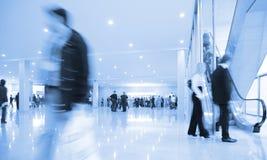 Gente en centro de negocios Foto de archivo