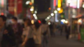 Gente en ciudad grande almacen de metraje de vídeo