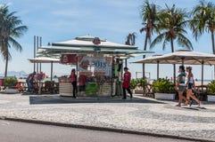 Gente en Copacabana Imagen de archivo libre de regalías