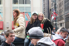 Gente en desfile del día de Patricks del santo Imagenes de archivo