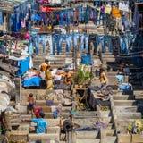 Gente en Dhobi Ghat Fotos de archivo libres de regalías