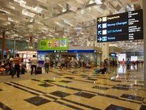 Gente en el aeropuerto de Singapur Changi Fotografía de archivo libre de regalías