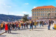 Gente en el alto punto de vista de Praga, República Checa Imagen de archivo