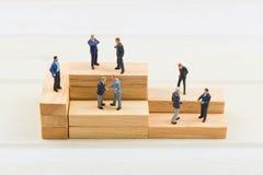 Gente en el bloque de madera Foto de archivo libre de regalías