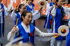 Gente en el carnaval de Kulturen del der de Karneval de culturas en Berl Fotografía de archivo