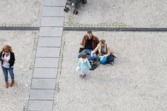 Gente en el Centre Pompidou Imágenes de archivo libres de regalías