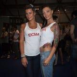 Gente en el convenio del tatuaje en Milán, Italia Fotografía de archivo