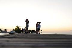 Gente en el día de fiesta en la isla del paraíso de Maldivas, ` 2011 de marzo Fotografía de archivo