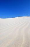 gente en el desierto imagen de archivo