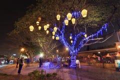 Gente en el festival de linterna en Gaoxiong, Taiwán por el río del amor Fotos de archivo libres de regalías
