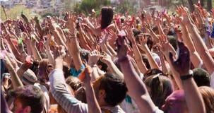 Gente en el festival de los colores Holi Barcelona imagen de archivo