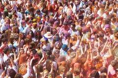 Gente en el festival de los colores Holi Barcelona Imagenes de archivo