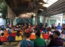 Gente en el hospital de los niños en Vietnam Imágenes de archivo libres de regalías