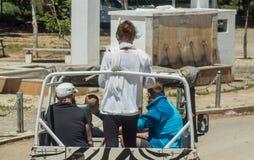Gente en el jeep Foto de archivo libre de regalías