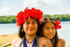 Gente en el PUEBLO de EMBERA, PANAMÁ Imágenes de archivo libres de regalías