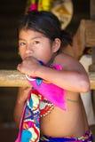 Gente en el PUEBLO de EMBERA, PANAMÁ Imagenes de archivo