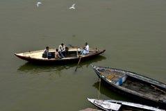 Gente en el río Ganges Imagenes de archivo
