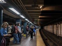Gente en el subterráneo de New York City fotos de archivo libres de regalías