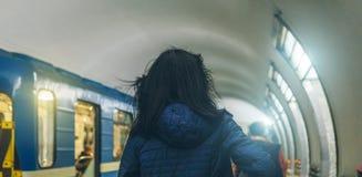 Gente en el subterráneo en Rusia Imagen de archivo