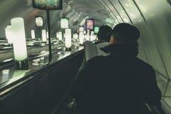 Gente en el subterráneo en St Petersburg Imagen de archivo