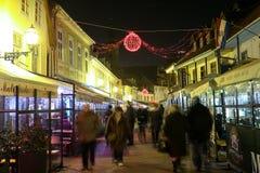 Gente en el tiempo del advenimiento en Zagreb Fotografía de archivo libre de regalías