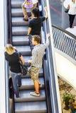 Gente en escalera móvil Fotografía de archivo