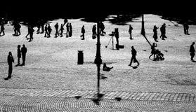 Gente en hacer excursionismo imagen de archivo