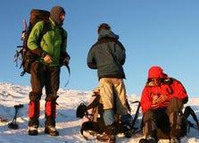 Gente en ir de excursión del invierno Foto de archivo