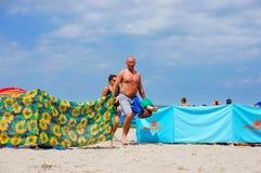 Gente en la arena Fotografía de archivo libre de regalías