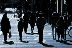 Gente en la calle foto de archivo