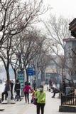 Gente en la calle de Liangshidian en Pekín imagenes de archivo