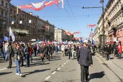 Gente en la calle del día de fiesta Fotos de archivo libres de regalías