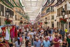 Gente en la calle del peatón de Marques de Larios Fotos de archivo libres de regalías